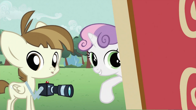 File:Sweetie Belle telling Featherweight to take photos S2E23.png