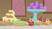 Baked goods with Pinkie's bite marks S1E10