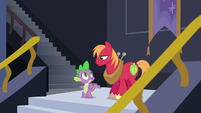 Spike and Big Mac looking at each other S6E17