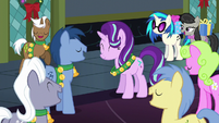 Ponies sing Hearth's Warming Eve Is Here Once Again (Reprise) S6E8