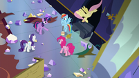 Twilight's friends listen to Twilight S5E11