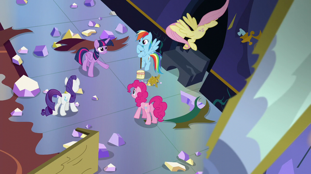File:Twilight's friends listen to Twilight S5E11.png