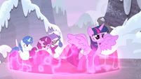 Twilight lowers her defenses S5E2