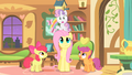 Fluttershy looking at SB S1E17.png