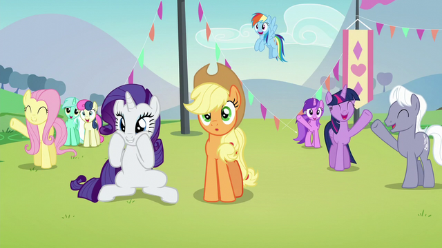 File:Ponies cheering for Countess Coloratura except Applejack S5E24.png