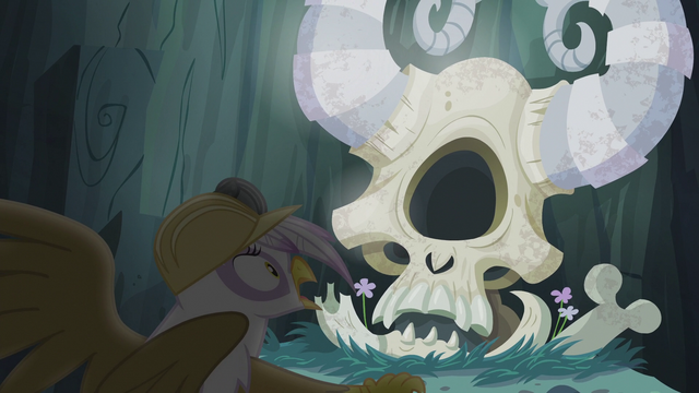 File:Gilda surprised by Arimaspi's skull S5E8.png