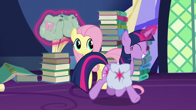 File:Twilight Sparkle trotting happily S5E23.png