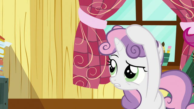 File:Sweetie Belle straightening her mane S7E6.png