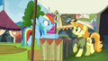 """Rainbow Dash """"now where's my book?"""" S4E22.png"""