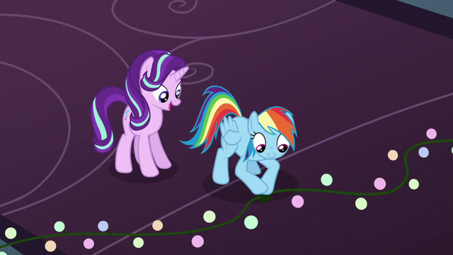 File:Rainbow Dash plugs in the last lights S6E8.png