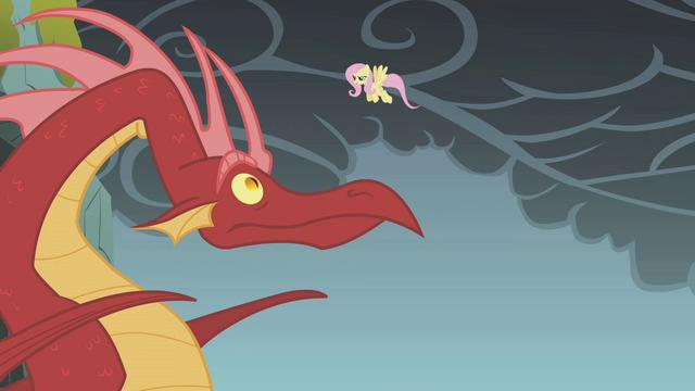 File:Fluttershy surprises the dragon S1E07.png