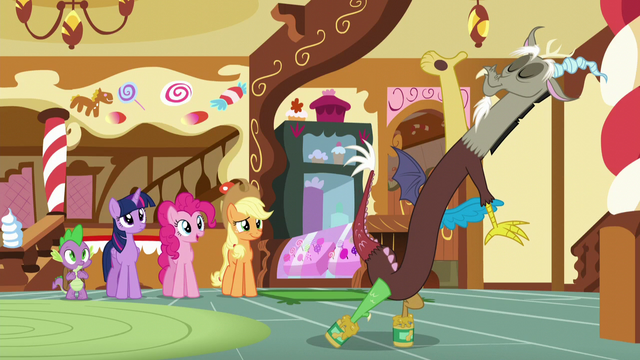 File:Spike, Twilight, Pinkie, and AJ watches Discord S5E22.png