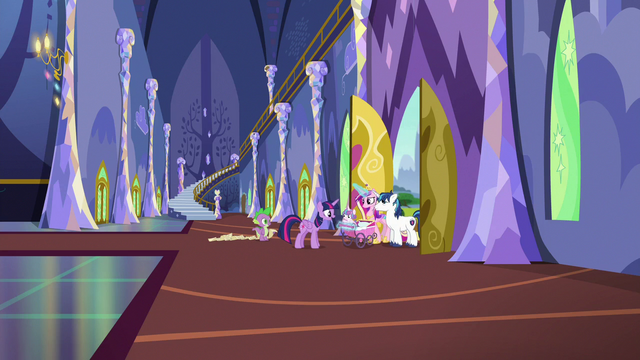 File:Twilight Sparkle greeting Flurry Heart S7E3.png