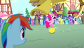 Pinkie Pie juggling cupcakes S4E12.png