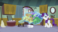 Rarity levitating the clothes 2 S2E05