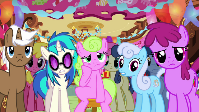File:Ponies bored at Sugarcube Corner S03E13.png