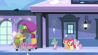 Spike, CMC, and a pile of bags S4E24
