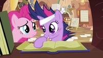 Twilight talking to Pinkie S2E20