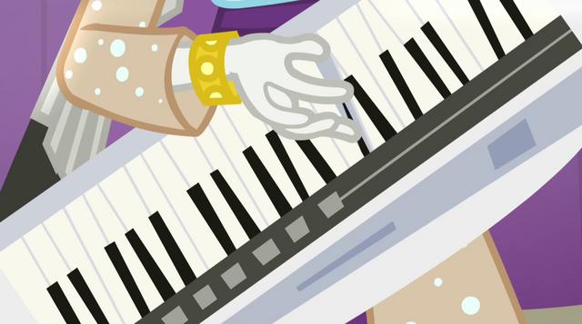 File:Rarity's hand playing keytar EG2.png
