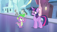 Spike trying to read Twilight's mind S4E24