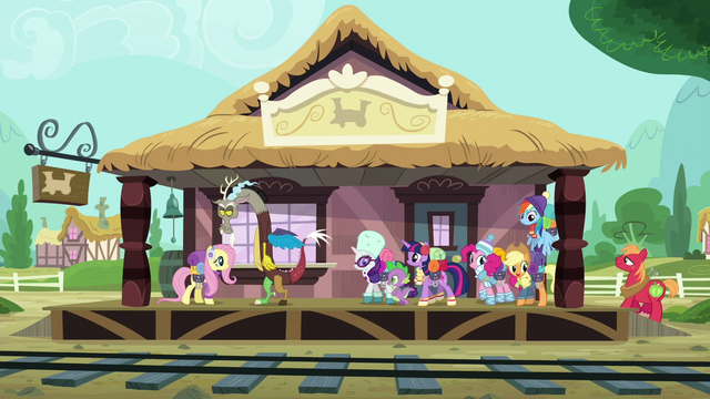 File:Twilight and friends arrive to the station S6E17.png