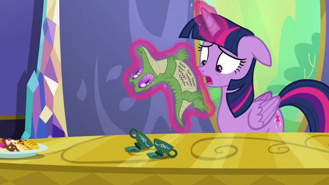 """File:Twilight """"in the middle of a very important cupcake"""" S6E22.png"""