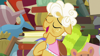 "Goldie Delicious ""a little bit lighter than air"" S7E13"