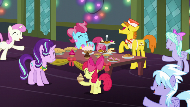 File:Apple Bloom, Cakes, Flitter, and Cloud Chaser singing S6E8.png