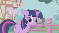 Twilight blushes again S1E6