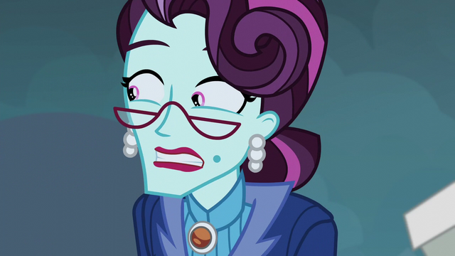 File:Cinch worriedly looks to her right EG3.png