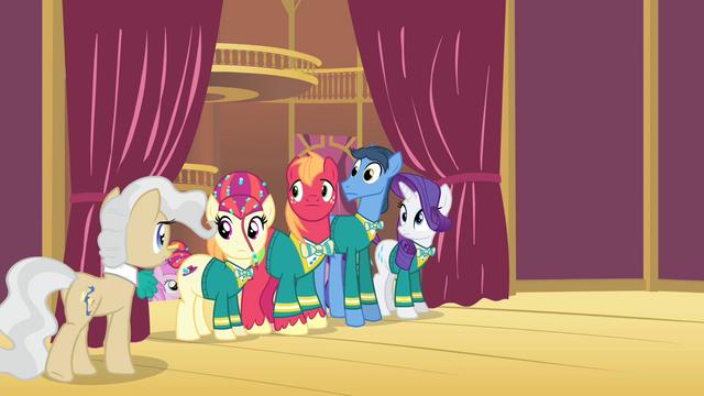 File:Mayor praising the Ponytones S4E14.png
