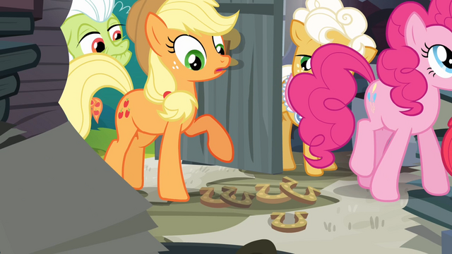 File:Applejack notices horseshoes S4E09.png