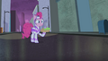 Pinkie with cake S4E06.png