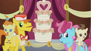 The Cakes arrive at the wedding S5E9