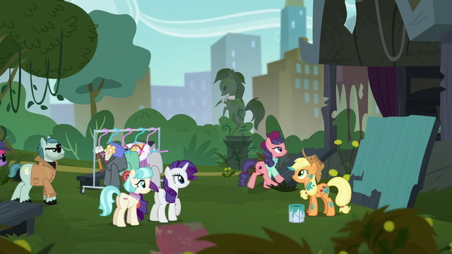 File:Method Mare 2 steps onto the stage S5E16.png