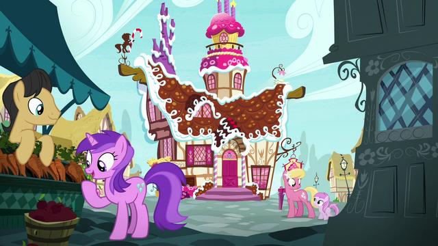 File:Ponies interact outside Sugarcube Corner S7E11.png