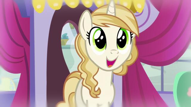 File:Pony in glee S5E14.png