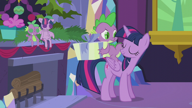 File:Twilight allows Spike to open his present S5E20.png