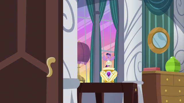 File:Twilight Sparkle wishing Starlight good luck S7E10.png