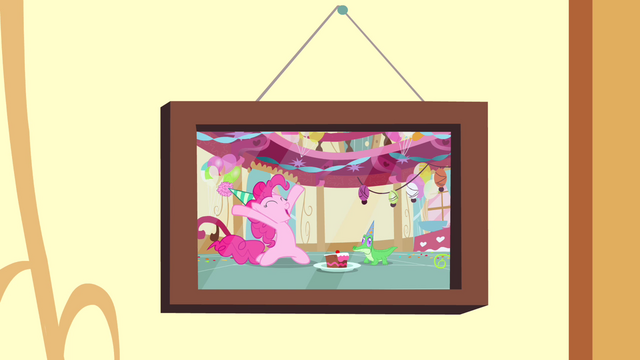 File:Photo of Gummy's birthday party S4E12.png
