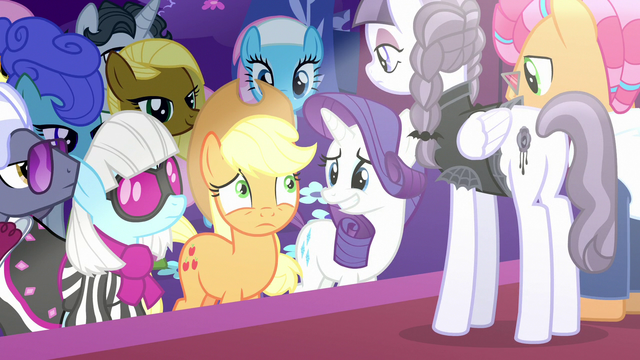 File:Applejack with all ponies' eyes on her S7E9.png