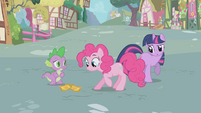 Pinkie Pie looking at the tickets S1E03