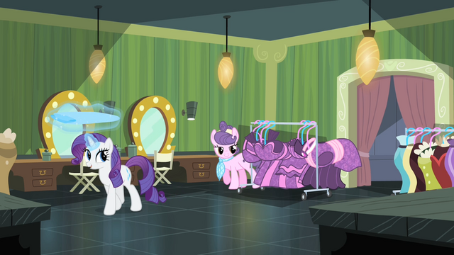 File:Rarity 'I'm sure your collection is equally lovely' S4E08.png