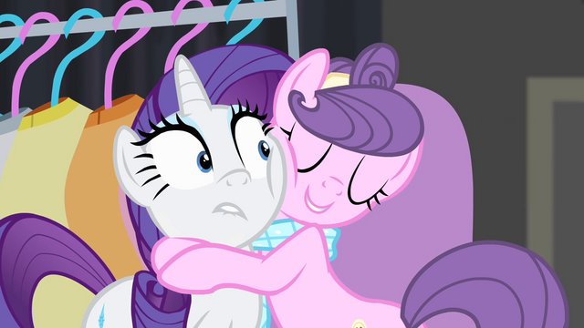 File:Suri hugging Rarity S4E08.png