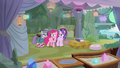 Pinkie about to leave Starlight and Maud alone S7E4.png