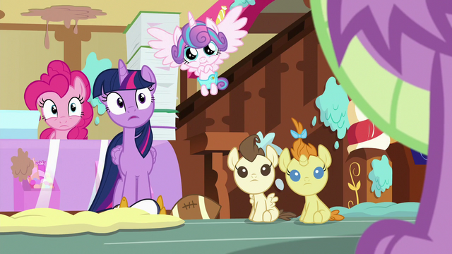 File:Twilight, Pinkie, and babies look at Spike S7E3.png
