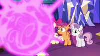 Twilight teleports in front of the Crusaders S6E19