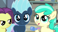 Little Pony 1 holding party favor S4E19