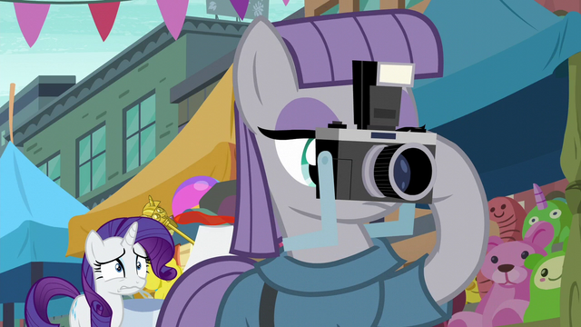 File:Maud Pie taking picture of fissure S6E3.png