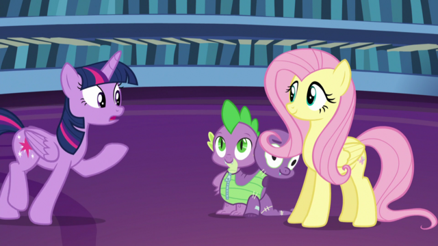 File:Twilight approaching Fluttershy S5E21.png